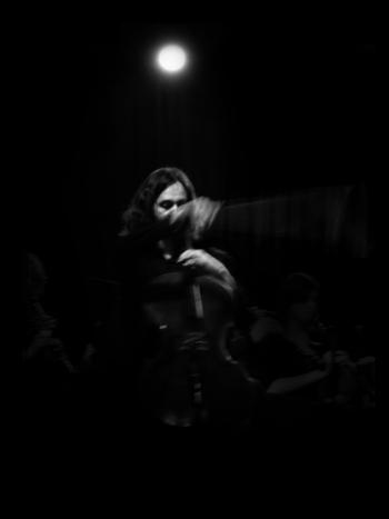 timothee couteau aux violoncelles seuls (image Yosra Mojtahedi)