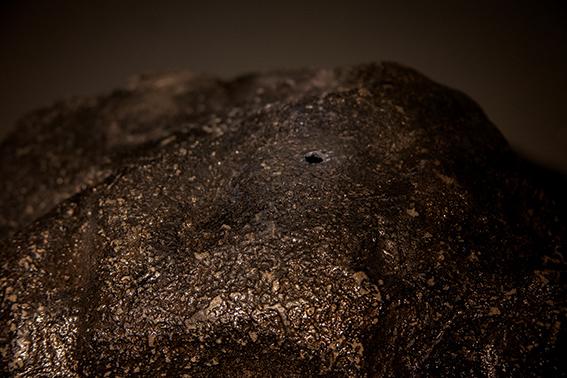 Yosra Mojtahedi, Tombée du ciel, vue de la météorite (detail), 100 x 80 x 60 cm, 2018